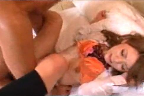 ロリ顔ギャルをホテルに誘い込んでハメ撮りに成功wwwド派手な下着履いてるくせにあえぎ声がアニメ声すぎてギャップ萌