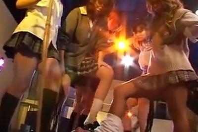ガングロ女子校生達がM男を集団で囲って調教逆レイプ