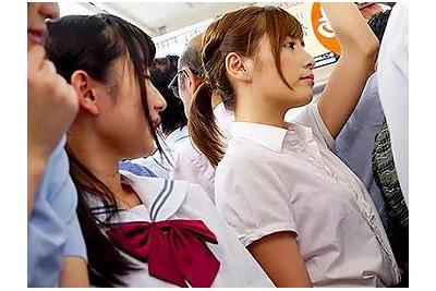 《レズ痴漢》女子校生二人がOLを羽交い絞めしてレイプするw