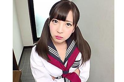 《佐々波綾×制服》めちゃくちゃ可愛い女子校生の妹と台所で親の目を盗んで生H♪