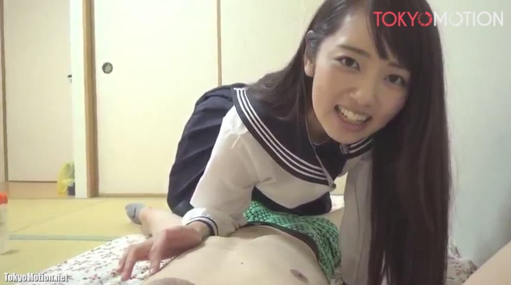 《激カワ美少女JKの手コキ》黒髪ロングヘアーの美少女がおっぱい見せて手コキ♡いっぱい出たことに驚く