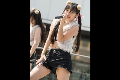 【JKアイドル パンチラ】そりゃそんなブカブカのショートパンツで踊ったらパンツ見えちゃうよww 問題のシーン1:07