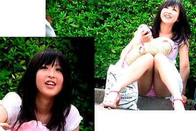 《盗撮》お祭りの沿道でパンチラしながら座る美少女女子校生の股間をズーム!縫い目まではっきりわかる高画質カメラでM字パンツ隠し撮りw