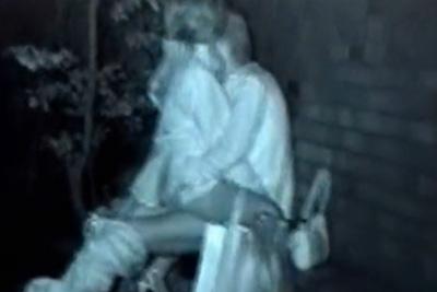 《青姦 盗撮》生々しい~ww野外発情したギャルカップル、公園のベンチで雌犬の様に激しく腰を振るww