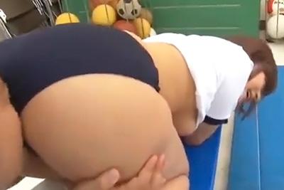 ブルマの上から顔をこすり付けただけでも感じちゃう巨乳ドスケベ女子校生さとう遥希ちゃんの極上フェラ