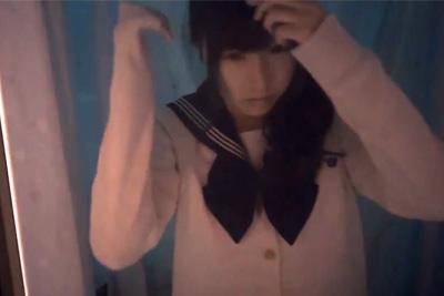 【女子校生見学】めっちゃ可愛いセーラー服女子校生がM字パンチラ&スカートめくってクリオナニー♡
