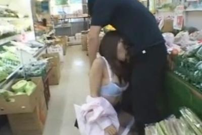 《個人撮影》こいつら頭おかしいwスーパーでフェラさせるDQNカップルwww <JK 女子校生>
