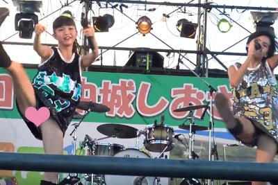【アイドル パンチラ】現役JKユニットが超至近距離で足上げダンス!ショーパンの隙間から高画質でパンツばっちり映っとるww 問題のシーン2:33