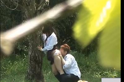 風景を撮影しに散策してたら授業さぼって青姦する女子校生カップルに奇跡の遭遇ww