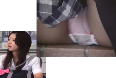 《盗撮》史上最高のパンチラキター!!100年に1人の美少女の股間に超ズーム!!!