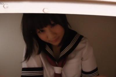 放課後の教室 クラスで一番可愛い女子生徒が机の下に隠れていきなり先生のチ●コを咥えてきたww