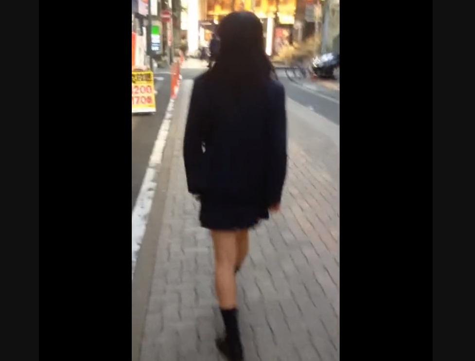 《パンティ盗撮》【JKパンチラ詰め合わせ】制服女子校生のスカートをエスカでめくり盗撮♪