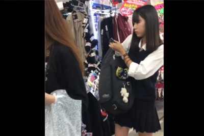 《盗撮》素朴な女子校生好き必見!垢ぬけてないけど細身で美人な女子校生は小さい時から履き続けている白パンツをまだ愛用している件ww