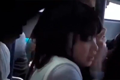 【痴漢バス】目の前においしそうな女子校生が居たから、立ち素股でチ●コこすりつけた結果