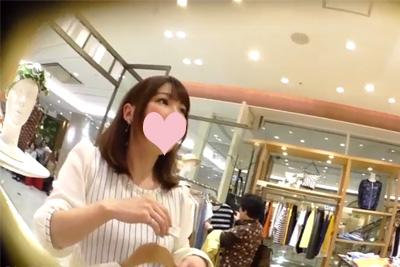 【逆さHERO】撮影者が逮〇された店員ガチ盗撮!ロングスカートにカメラ差し込みシワシワ純白パンティ舐め回す♡