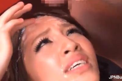 手コキバキューム亀頭責め 凄テクを持つフェラリストギャルが搾り取ったザーメンを顔面にぶっかけさせる変態痴女