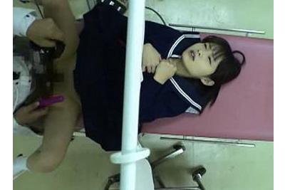 【女子校生孕ませレイプ】産婦人科で検査するくっそ可愛い美少女女子校生に無許可挿入… 出し入れシーンをカメラに収める変態医師ww