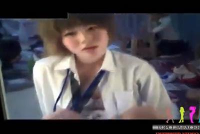 《女子校生見学》え、オナってない?wwめちゃかわいい女子校生がマジックミラーの前でM字しながらマ●コをいじるww
