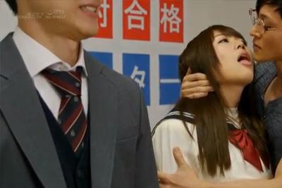 催眠かけた女子校生を彼氏の前で犯す背徳感wレイプならまだしも、彼女から他人棒を求めちゃう♡