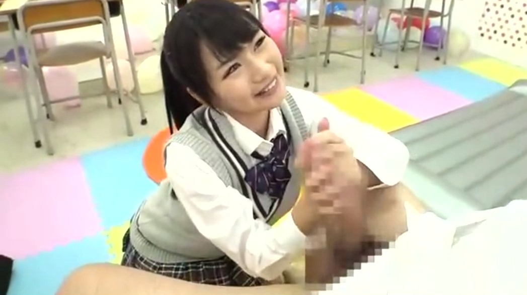 学校の文化祭でソープランド体験。可愛い女子高生が教室で巨根をフェラチオ&パイズリ!JKソープ嬢最高!