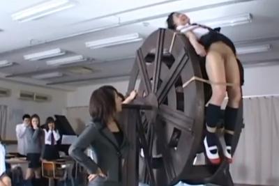 泣きわめいても許さない!校則を犯した女子校生の制服を破り風車水責め拷問で更生を促す愛のムチww