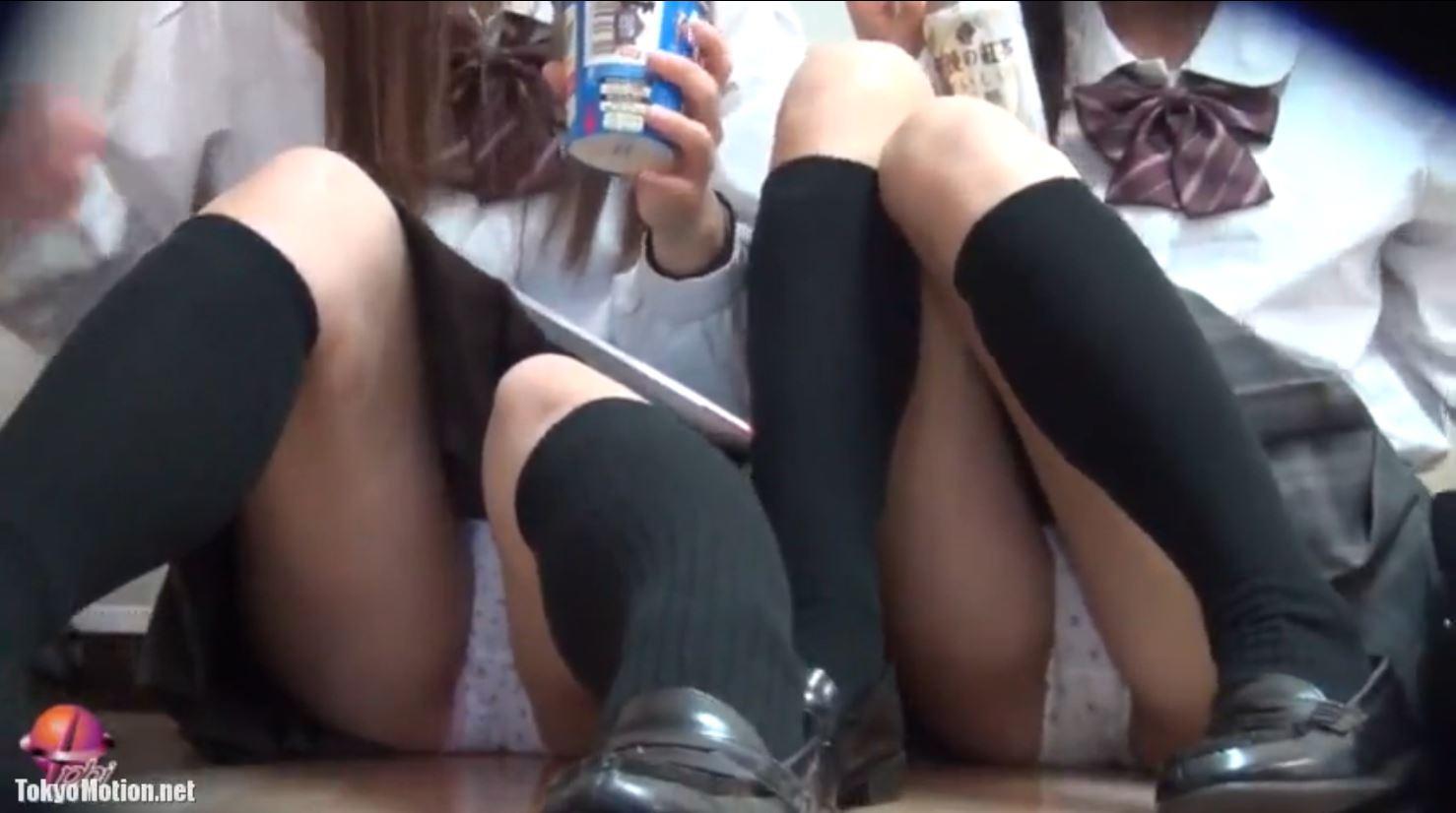《女子校生リアル動画パンティ前から&逆さ盗撮》JKパンティ撮影オムニバス動画♪