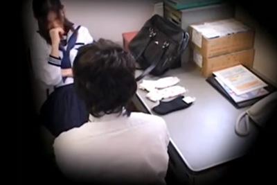 全く反省してない万引き女子校生に怒りの中出しをした店長!その一部始終を監視カメラがとらえる