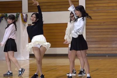 【文化祭 パンチラ】アイドル急に可愛いダンス部のJKがセキュリティあまあまの衣装でパンチラしてる件 問題のシーン0:37