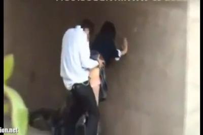 《野外発情》白昼の陸橋の下で女子校生彼女をバックでハメまくる性欲盛んな女子校生カップルww