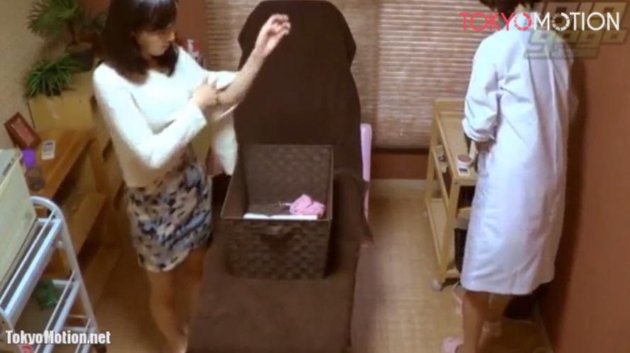 【マッサージ盗撮】SSS級美女がオイルマッサージ店で女性施術者に電マでGOー