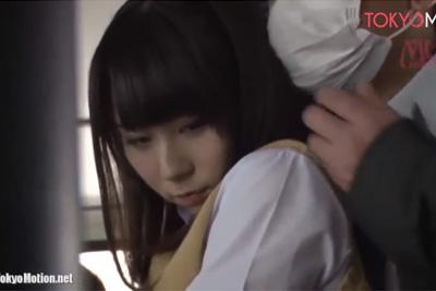 私を痴漢してください..。触られる快感に目覚めてしまった女子校生が親父のチ●ポにお尻を押し付けた結果ww