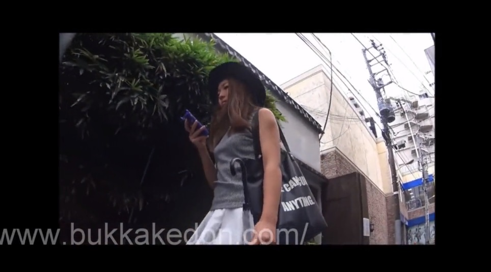 《激カワGALパンチラ盗撮》GALストーキングでヒラヒラスカートの下からパンティ撮影