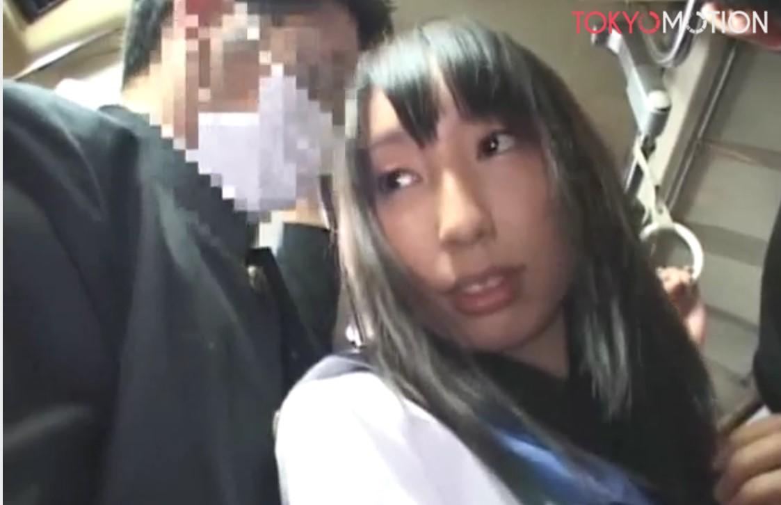 【女子高生 痴漢】電車の中で感じちゃう。自ら求める変態女子高生たち!!