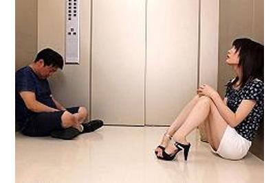 <鈴村あいり>エレベーターの故障で美少女とおじさんが密室で二人きり…事案の匂いしかしませんねぇ!!