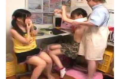 【盗撮】万引き少女をレイプする店長。これはやりすぎでしょ…泣こうが喚こうが容赦なくレイプ輪姦